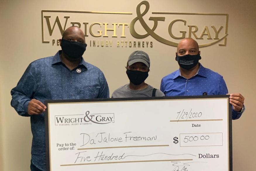 Wright & Gray Law Firm awards scholarships to five college freshmen
