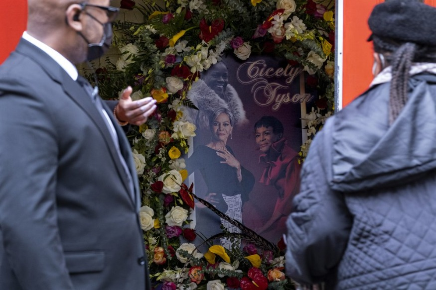 Tyler Perry, Clintons attend memorial for actor Cicely Tyson